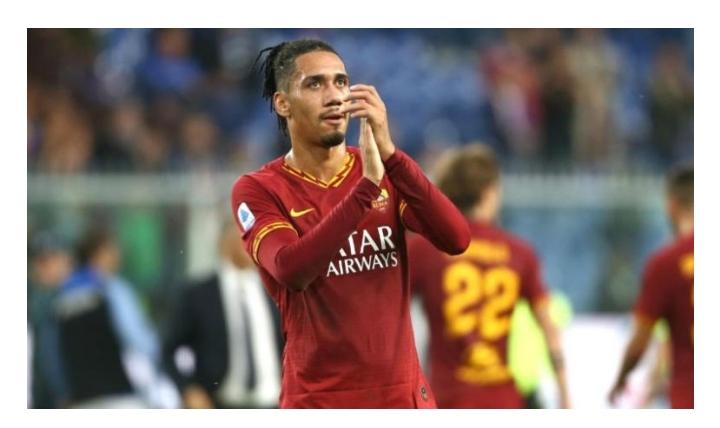 Smalling si sta allenando a parte al Manchester United e attende la Roma