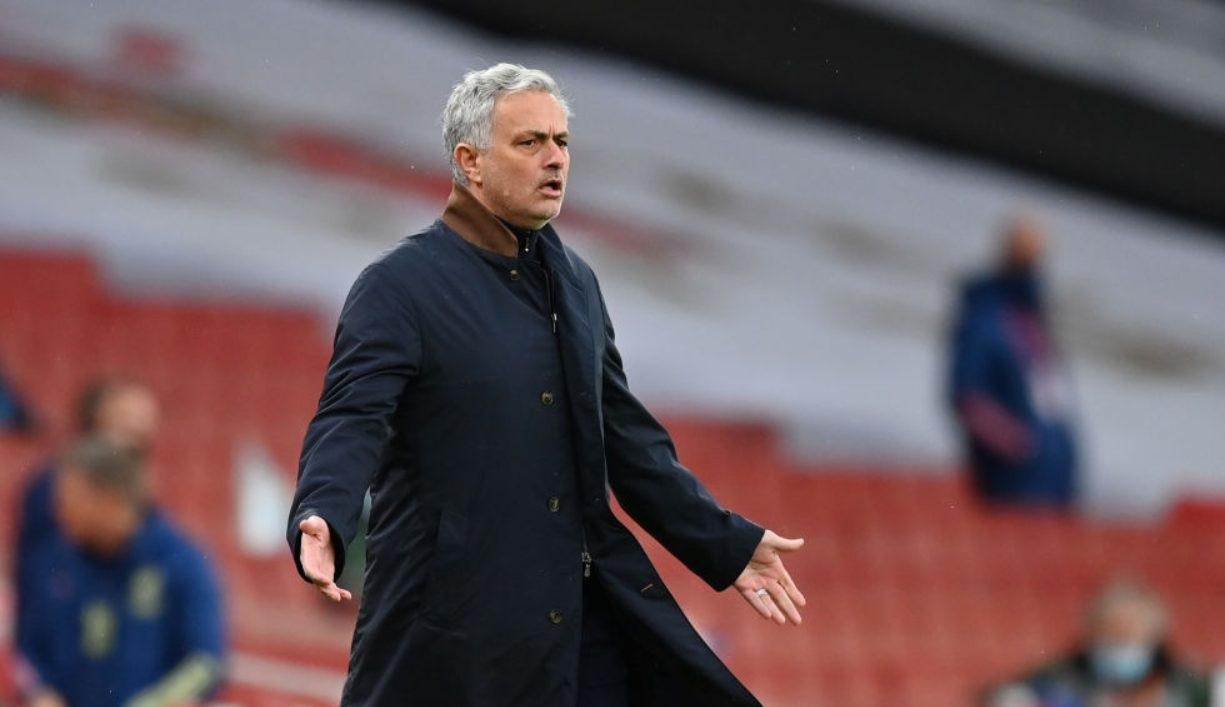 Mourinho è il nuovo allenatore della Roma: bruciato Sarri